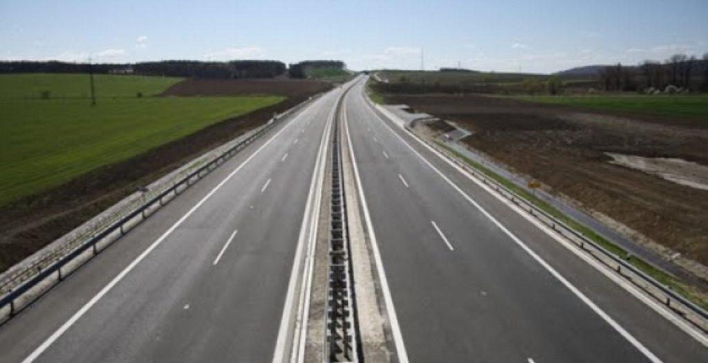 Λάρισα: Ντελαπάρισε νταλίκα στην Εθνική Οδό – Κλειστό το ρεύμα προς Αθήνα (pics) | Pagenews.gr