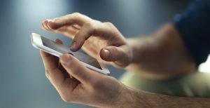 Το βίντεο που ανησυχεί πολλούς κατόχους κινητών – Δείτε τι συμβαίνει με τα δακτυλικά αποτυπώματα | Pagenews.gr