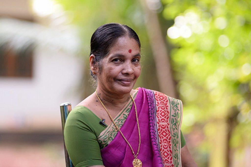 Ινδία: 74χρονη διδάσκει αυτοάμυνα σε κορίτσια (photos) | Pagenews.gr