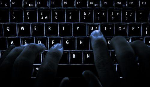Συμβουλές για το τι να κάνετε όταν σας εκβιάζουν στο διαδίκτυο | Pagenews.gr
