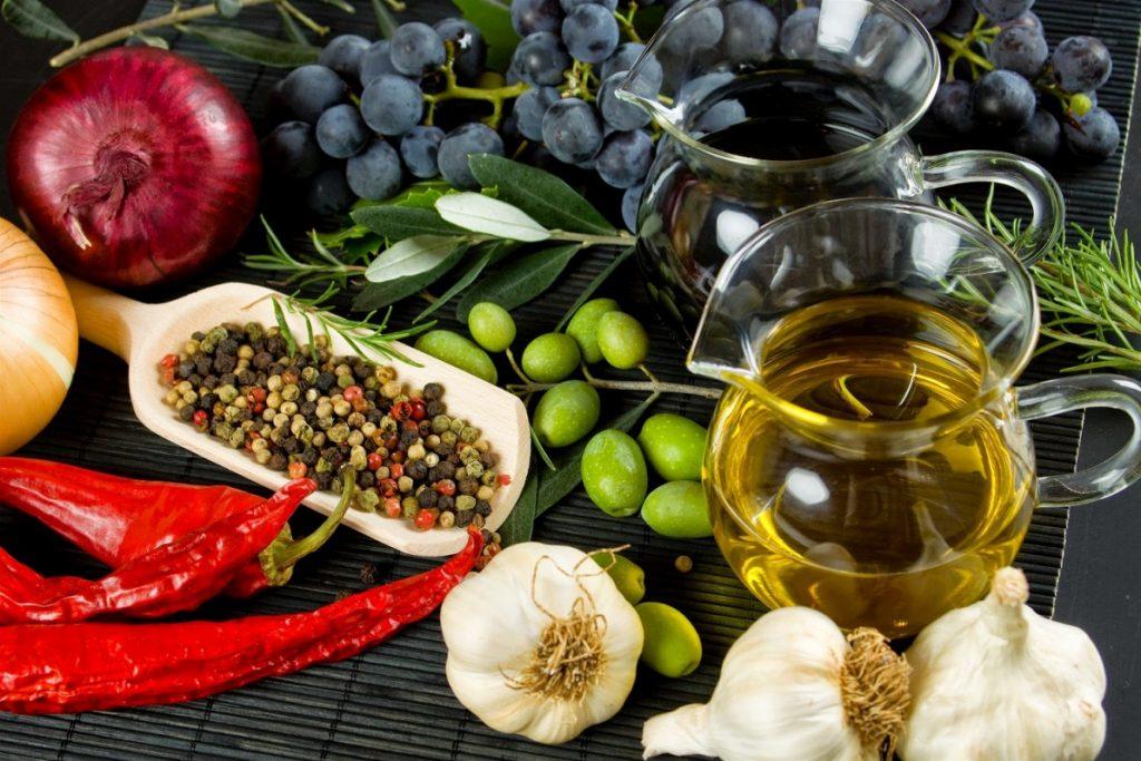 Φυτοφαγική μεσογειακή διατροφή: Έχει εξίσου θετικά αποτελέσματα με τα φάρμακα στη λαρυγγοφαρυγγική παλινδρόμηση | Pagenews.gr