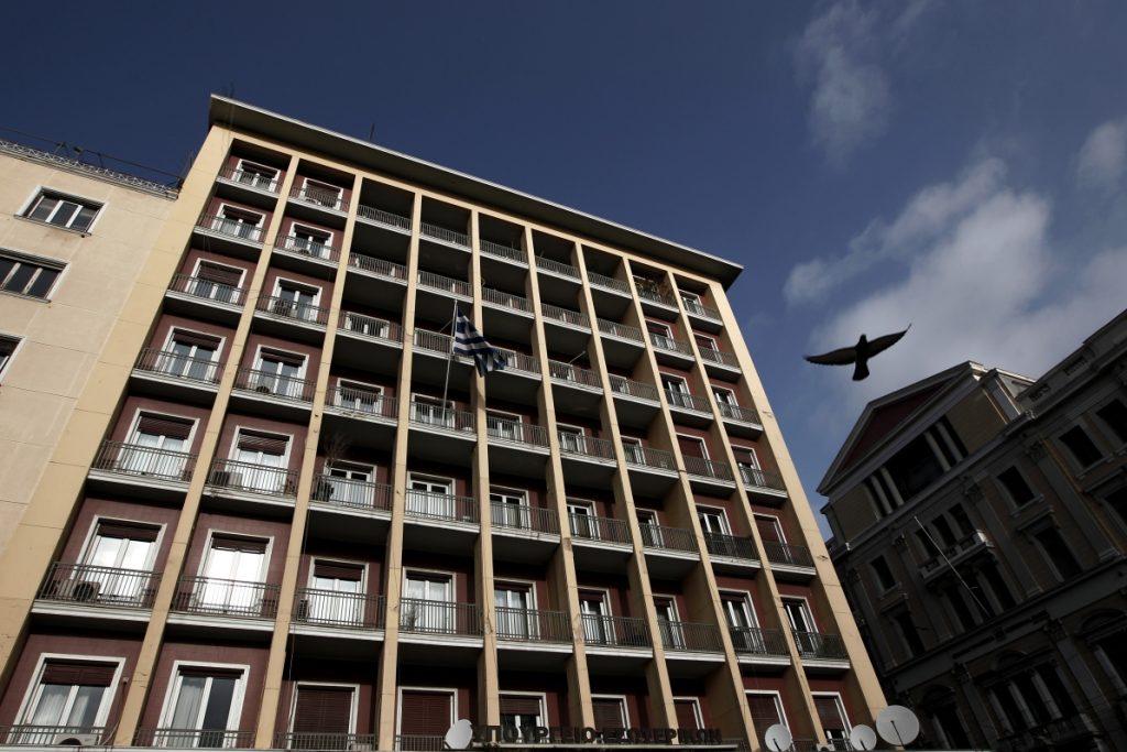 Κατάληψη στο υπουργείο Εσωτερικών από εργαζομένους στους δήμους | Pagenews.gr