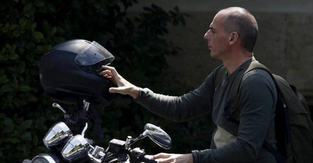 Ο Βαρουφάκης στηρίζει τον Μακρόν: Ψηφίστε τον, ήθελε να σώσει την Ελλάδα | Pagenews.gr