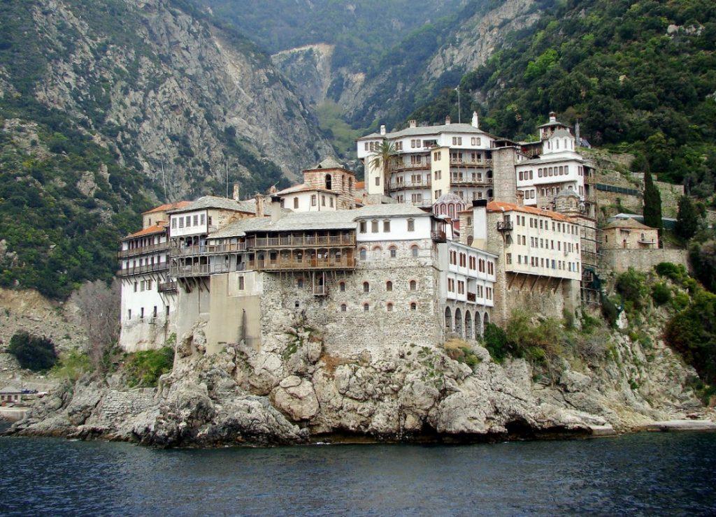 Συναγερμός για τον εντοπισμό Πολωνού προσκυνητή στο Άγιο Όρος – Τον βρήκαν να κοιμάται | Pagenews.gr