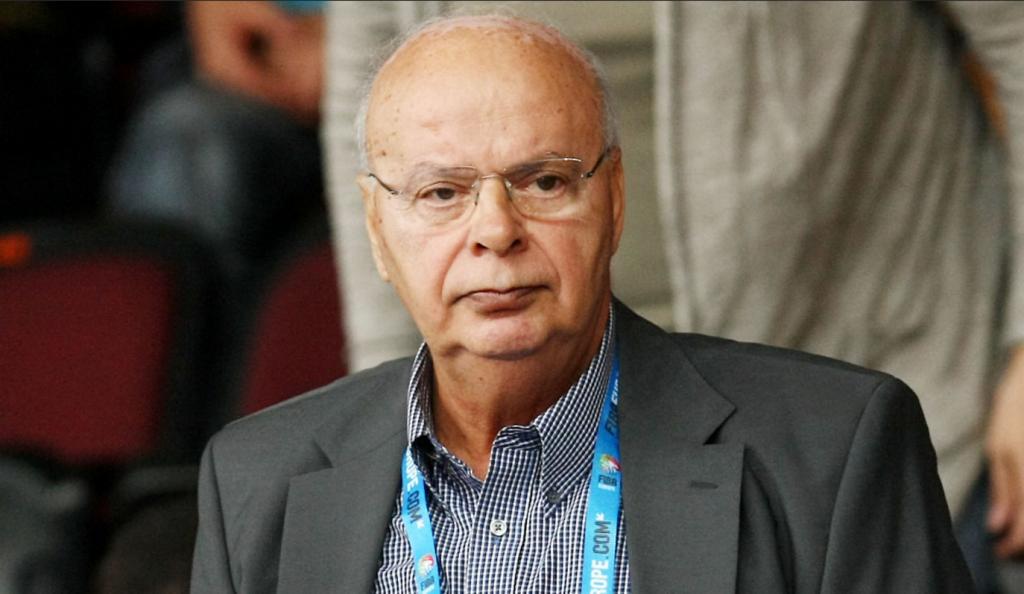 Έλληνες φίλαθλοι σε Τσαγκρώνη για Βασιλακόπουλο: «Σηκωθείτε φύγετε, εσύ κι ο άλλος»!   Pagenews.gr