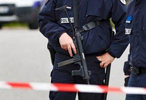 Βρυξέλλες επίθεση: Μαχαίρωσε αστυνομικό φωνάζοντας ο Αλλάχ είναι μεγάλος | Pagenews.gr