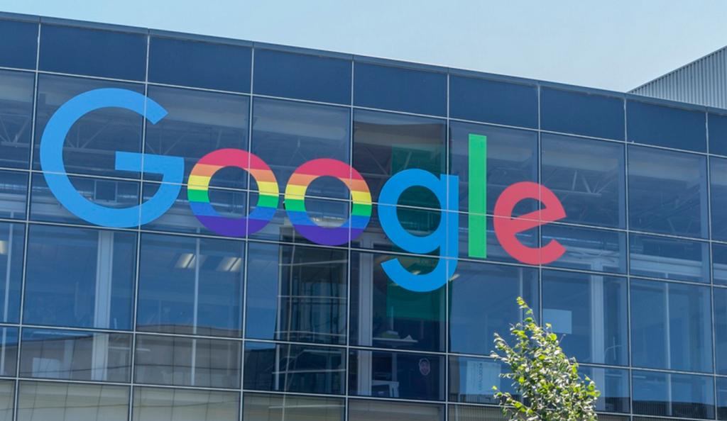 Θύματα διαδικτυακής απάτης η Google και το Facebook | Pagenews.gr