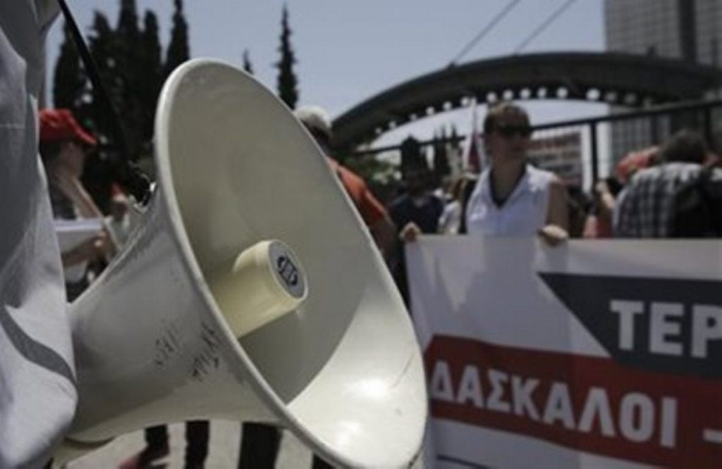 Συμβολική κατάληψη ΥΠΕΣ από συμβασιούχους στο πρόγραμμα Βοήθεια στο Σπίτι | Pagenews.gr