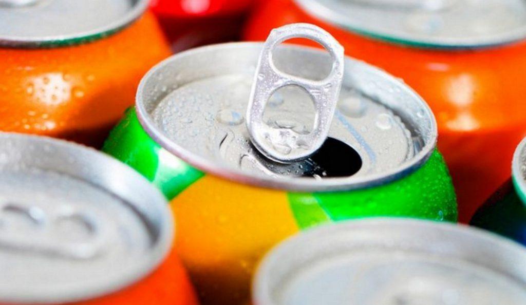 Βρετανία: Θα πληρώνουν για το τσίγκινο κουτάκι και το πλαστικό μπουκάλι των αναψυκτικών | Pagenews.gr