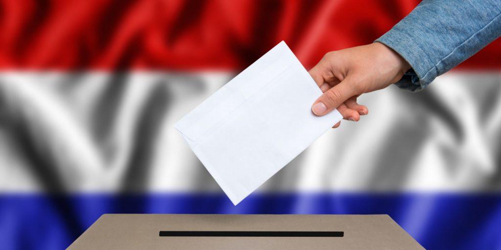 Ολλανδία: Άνοιξαν οι κάλπες που μπορεί να αλλάξουν τον κόσμο | Pagenews.gr