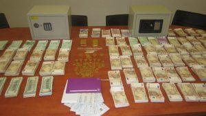 Εξαρθρώθηκε κύκλωμα τοκογλυφίας: Κατασχέθηκαν χιλιάδες ευρώ, λίρες, μέχρι και ράβδοι χρυσού | Pagenews.gr