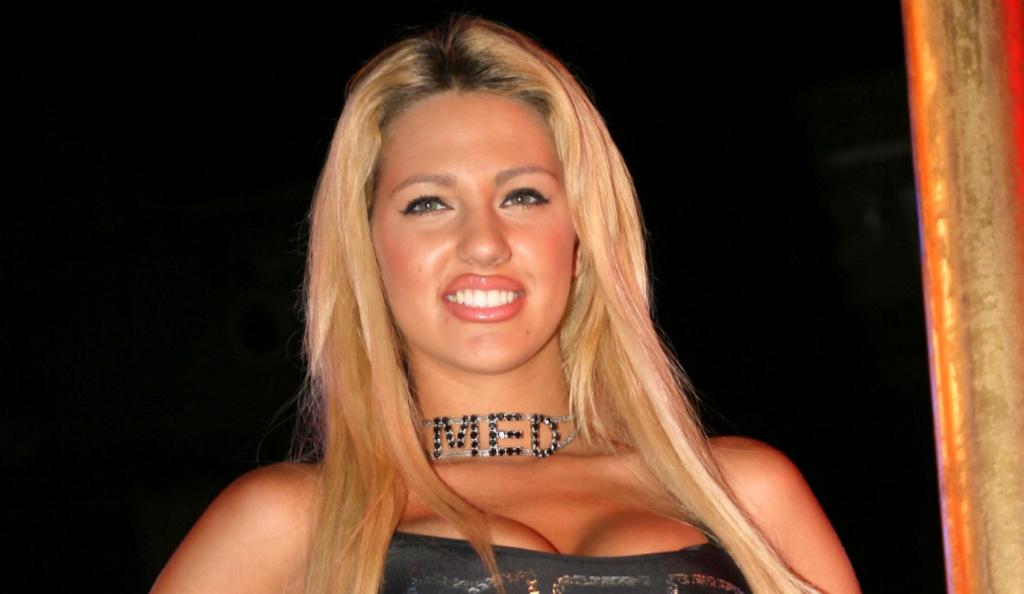 Η Σάσα Μπάστα φοράει μίνι και σε στέλνει στον… άλλον κόσμο (pics) | Pagenews.gr