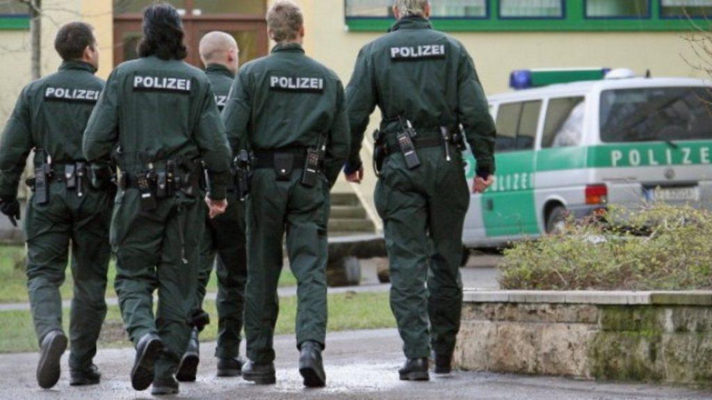 Ένοπλος κρατάει ομήρους σε τράπεζα της Γερμανίας | Pagenews.gr