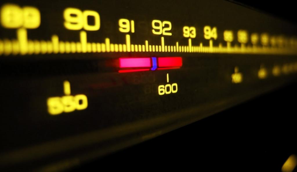 Τηλέφωνο ακροατή στον Σπορ FM με παρέμβαση μάνας! | Pagenews.gr