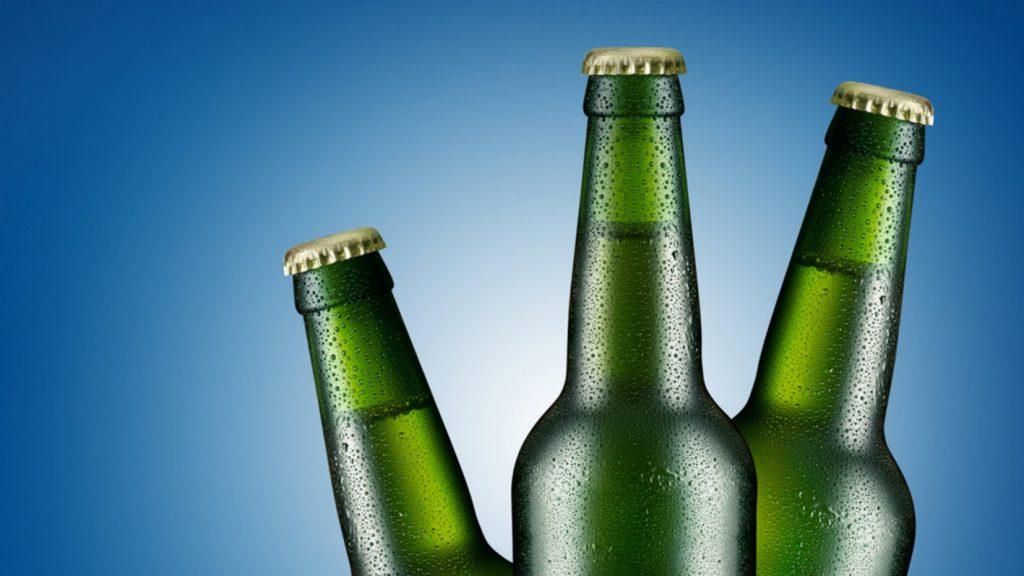 Γιατί τα μπουκάλια μπύρας είναι πράσινα και καφέ | Pagenews.gr