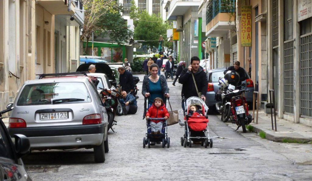 Οι «Μαμάδες στον Δρόμο» διεκδικούν ελεύθερα πεζοδρόμια   Pagenews.gr