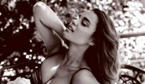 Πηνελόπη Πλάκα: Νοσταλγεί το καλοκαίρι και ανέβασε φωτογραφία με μαγιό (pic) | Pagenews.gr