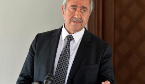Μ. Ακιντζί: Συνεχίζει να πιέζει την ελληνοκυπριακή πλευρά | Pagenews.gr
