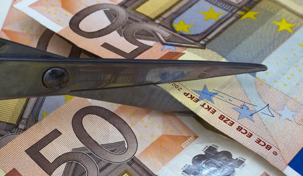 Μείωση κατά 3,1% των μισθών στην Ελλάδα από το 2009 έως το 2016 | Pagenews.gr