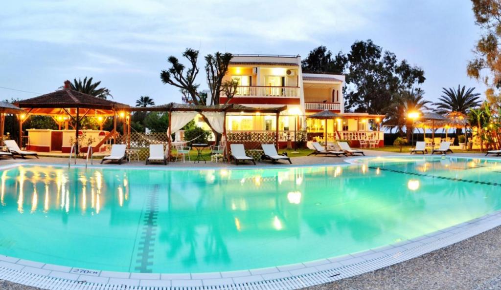 Ξενοδοχείο για γυμνιστές στην Ρόδο ζητά υπαλλήλους με 1300 ευρώ τον μήνα (pics, vid) | Pagenews.gr