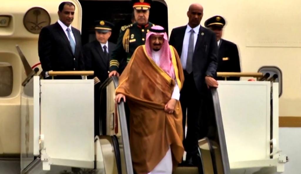 Ίλιγγος απ' τον Σαουδάραβα βασιλιά: 2 χρυσές σκάλες, 10 αεροπλάνα, 500 λιμουζίνες, 1.200 δωμάτια (vid)   Pagenews.gr