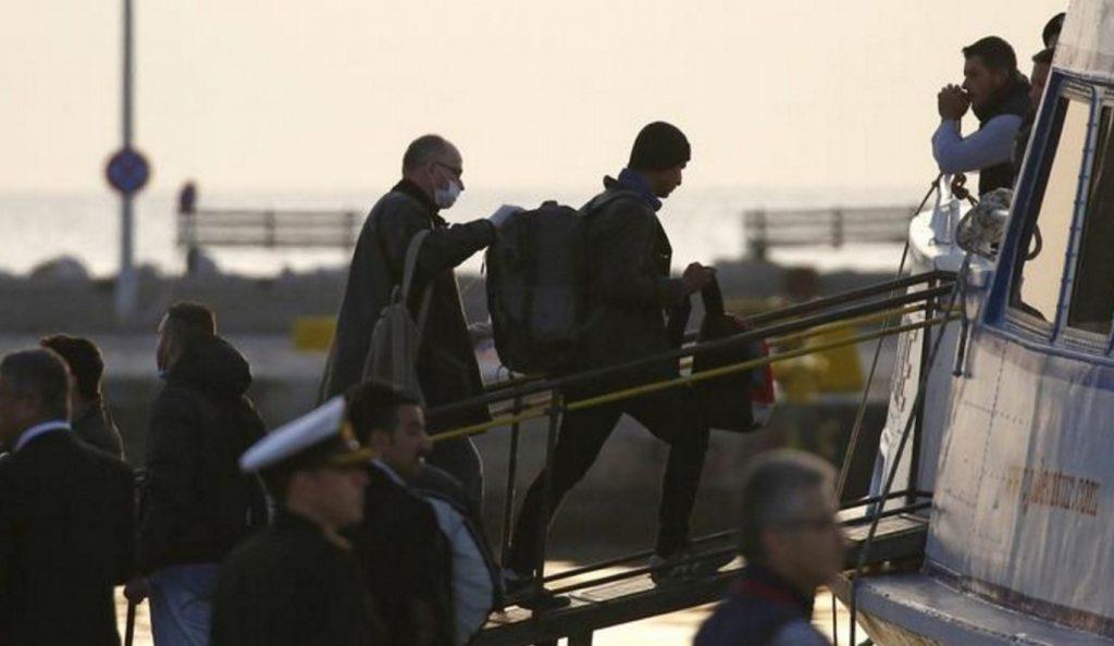 Περισσότεροι από 680 πρόσφυγες και μετανάστες έφτασαν στη Λέσβο | Pagenews.gr