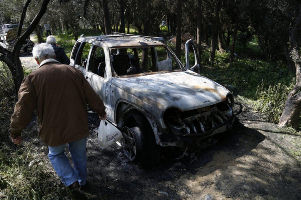 Στάχτη τα αυτοκίνητα που χρησιμοποίησαν οι απαγωγείς (pic) | Pagenews.gr