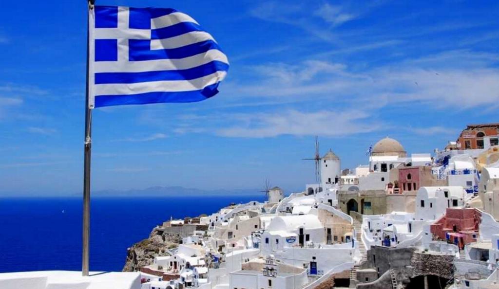 Θήρα: Εντοπίστηκε ιστιοφόρο σκάφος με 70 μετανάστες και πρόσφυγες νότια του νησιού | Pagenews.gr
