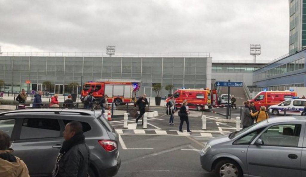 Πυροβολισμοί στο αεροδρόμιο Ορλί στο Παρίσι – Νεκρός ο δράστης | Pagenews.gr