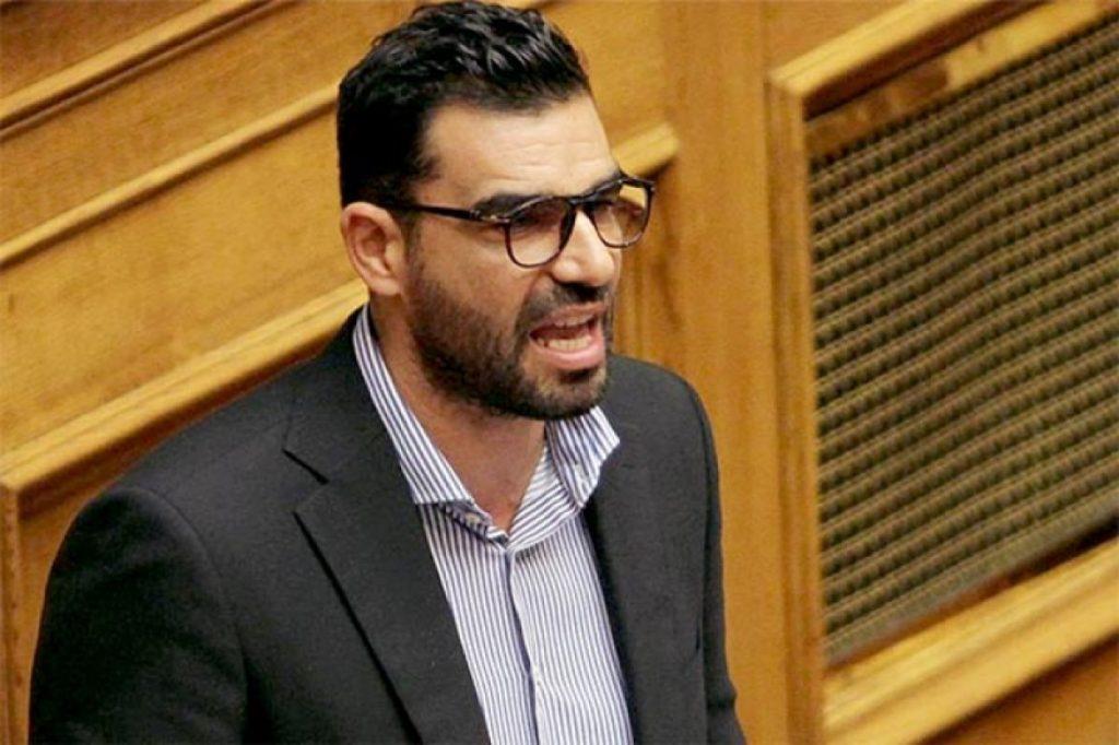 Καλαμάτα: Βγάλε το μέικ απ είπε ο Κωνσταντινέας σε καθηγήτρια που τον αποκάλεσε βλάκα (vid)   Pagenews.gr