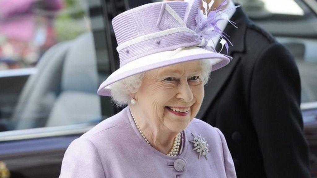 Βασίλισσα Ελισάβετ: Μήπως εκείνη παρέκαμψε το πρωτόκολλο και όχι ο Τραμπ; | Pagenews.gr