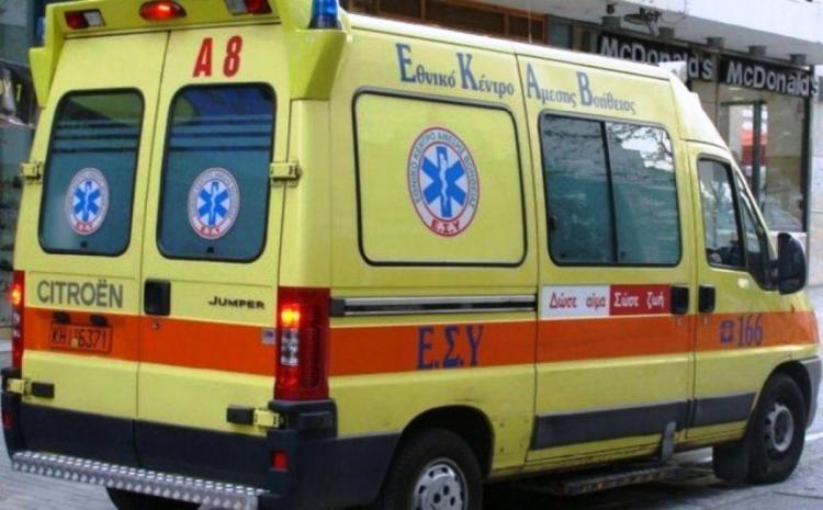 Κρήτη λιμάνι: Ασθενοφόρο παρέλαβε επιβάτη (pics) | Pagenews.gr