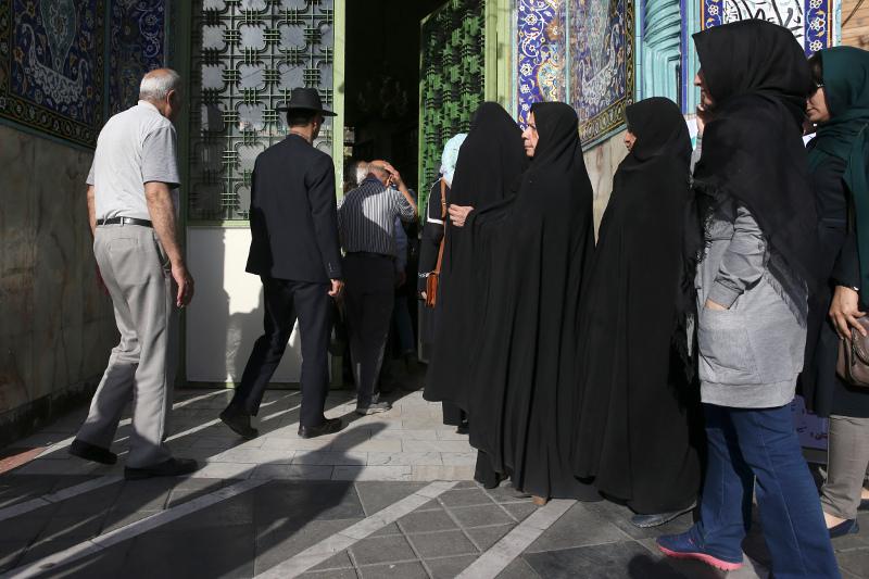 Ιράν: Απαγορεύτηκε η διδασκαλία αγγλικών στο δημοτικό ως «δυτική επιρροή» | Pagenews.gr