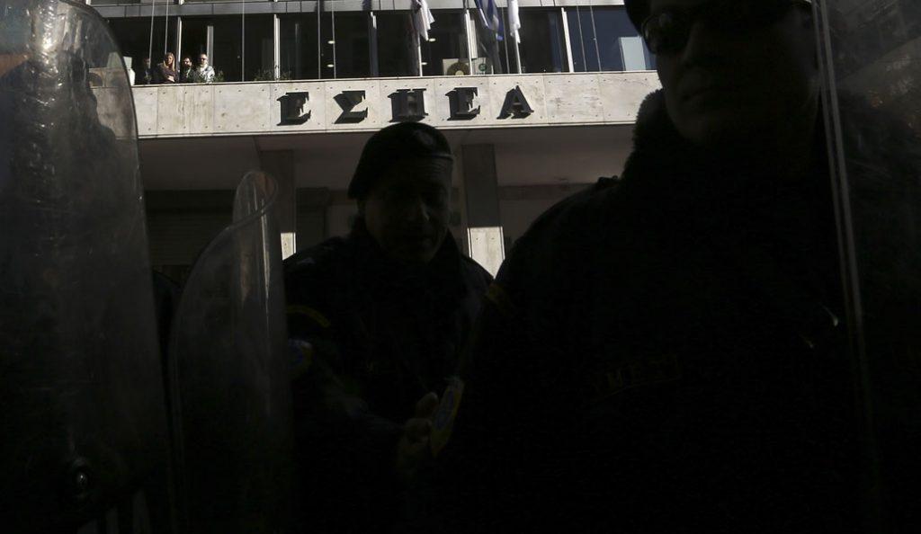 ΕΣΗΕΑ: Κατάληψη αναρχικών στα γραφεία της Ένωσης | Pagenews.gr