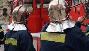 ΦΩΤΙΑ ΤΩΡΑ: Πυρκαγιά σε πολυκατοικία στο Μοναστηράκι   Pagenews.gr