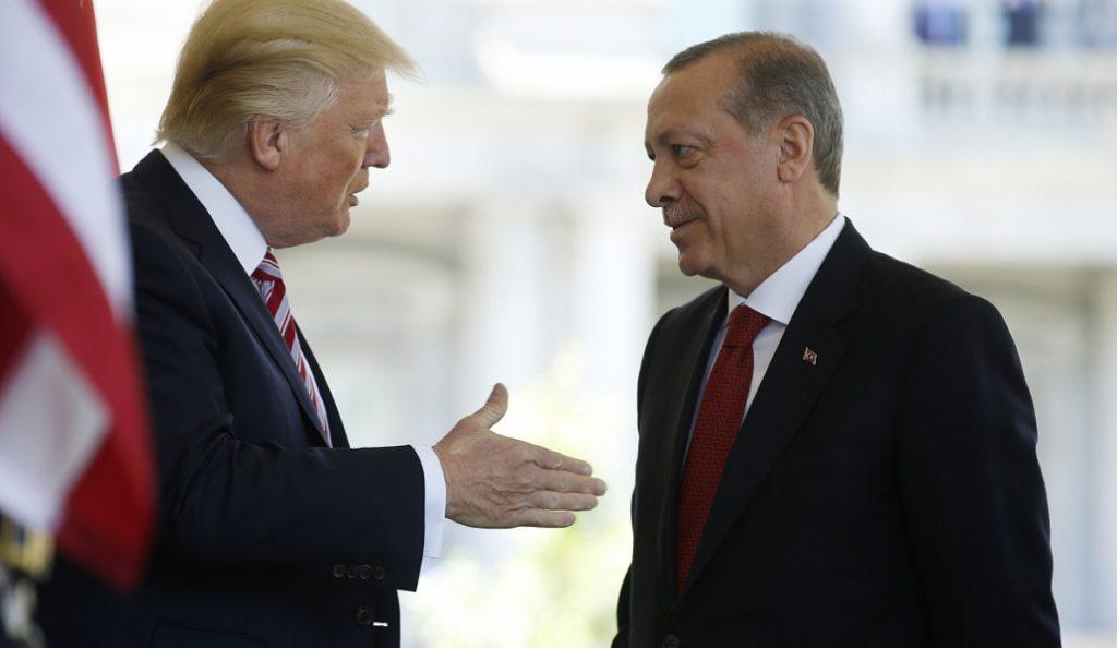 Ντόναλντ Τραμπ – Ταγίπ Ερντογάν: Τηλεφωνική επικοινωνία για την εισβολή στη Συρία | Pagenews.gr