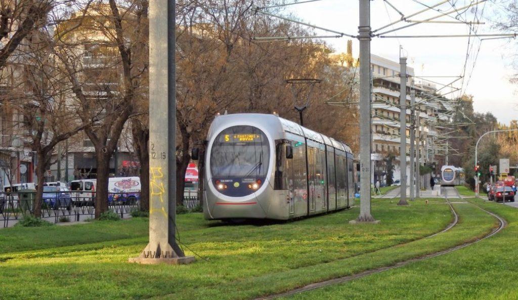 Σύγκρουση λεωφορείου με τραμ στο Νέο Κόσμο | Pagenews.gr
