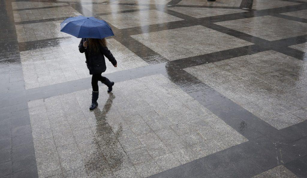 Καιρός: Τοπικές βροχές και υψηλές θερμοκρασίες τη Δευτέρα | Pagenews.gr