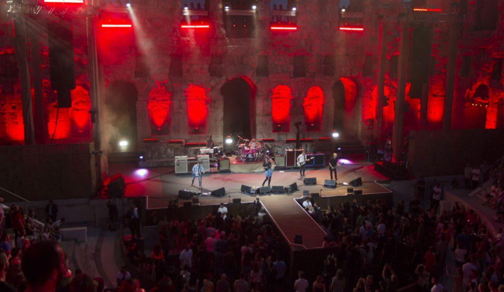 Foo Fighters: Προβλήθηκε το ντοκιμαντέρ από τη συναυλία τους στο Ηρώδειο (vid)   Pagenews.gr