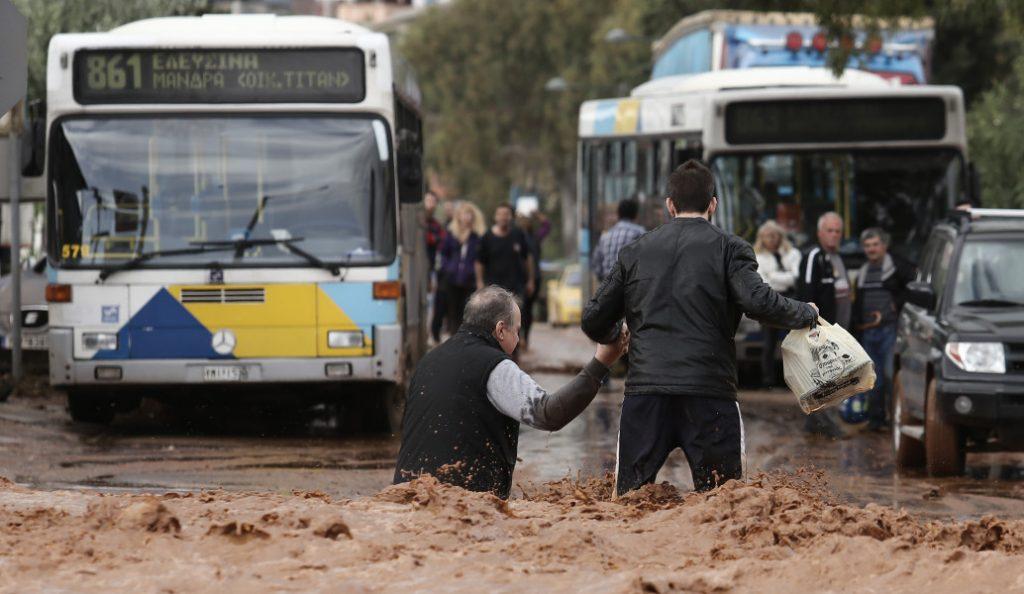 UPD: Φονική κακοκαιρία στην Αττική: 13 νεκροί, 13 τραυματίες και πολλοί αγνοούμενοι (pics & vids) | Pagenews.gr