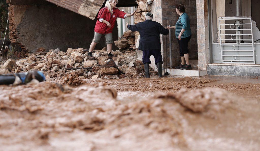 Δυτική Αττική: Συναγερμός ξανά στη Μάνδρα – Χείμαρρος ο κεντρικός δρόμος από την ισχυρή βροχόπτωση (pics & vids)   Pagenews.gr