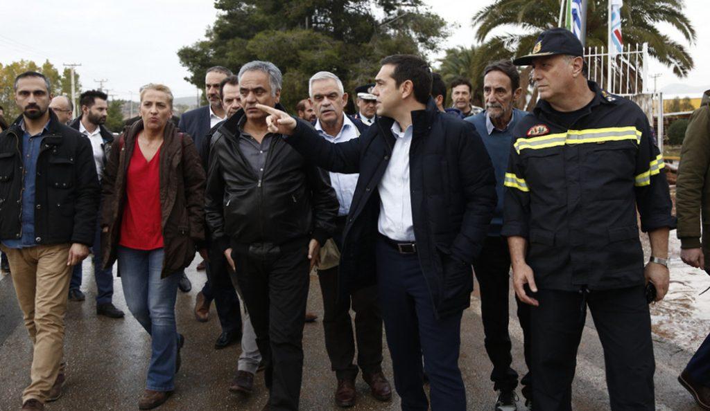 O Αλέξης Τσίπρας στο πλευρό των Ρομά στη Φυλή | Pagenews.gr
