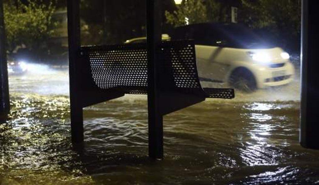 Αθήνα: Ισχυρή καταιγίδα σαρώνει στην πρωτεύουσα (vids) | Pagenews.gr