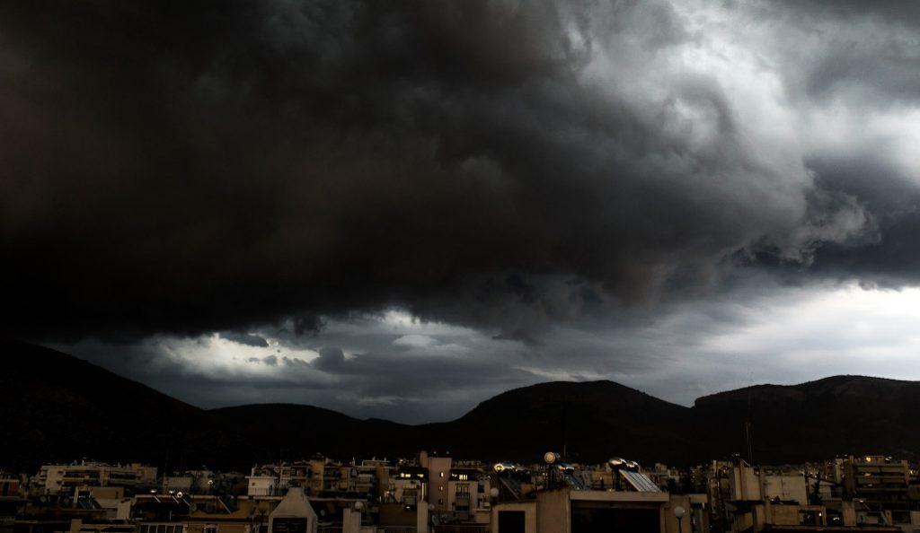 Καιρός: Στο έλεος έντονων φαινομένων όλη η χώρα – Σε απόγνωση οι κάτοικοι της Μάνδρας | Pagenews.gr