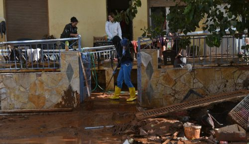 Δήμαρχος Μάνδρας: Ακόμα δεν έχουμε πάρει τα επιδόματα από το κράτος για τις καταστροφές   Pagenews.gr