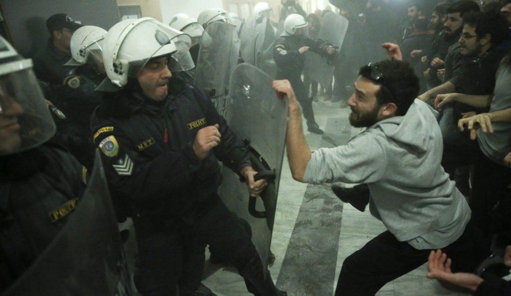 Πλειστηριασμοί: «Πόλεμος» μεταξύ αστυνομικών και κυβέρνησης   Pagenews.gr