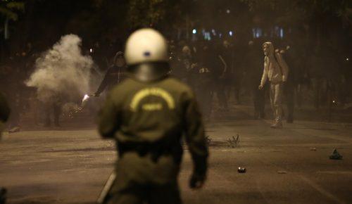 Συμπλοκές οπαδών στην πλατεία Καραϊσκάκη – Προκλήθηκαν ζημιές και τραυματισμοί | Pagenews.gr