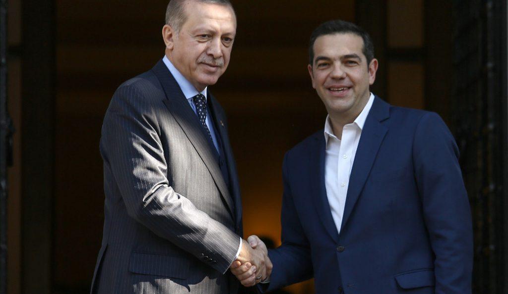 Economist: Οι λόγοι που δεν μπορούν να τα βρουν Ελλάδα – Τουρκία | Pagenews.gr