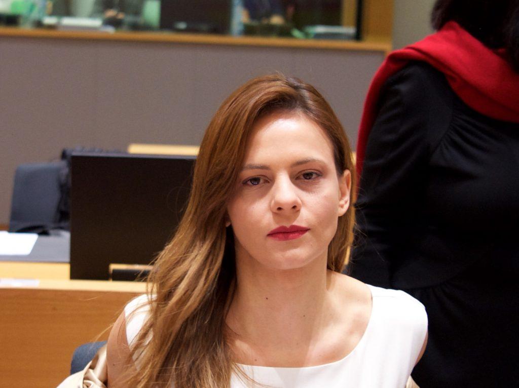 Έφη Αχτσιόγλου: Η επιτομή του λαϊκισμού από το κόμμα που εκτίναξε την ανεργία των νέων πάνω από το 60% | Pagenews.gr
