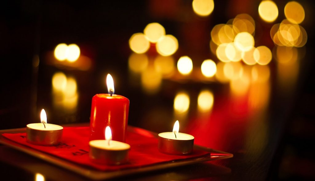 Χριστούγεννα: Ποια ζώδια ζευγαρώνουν; | Pagenews.gr